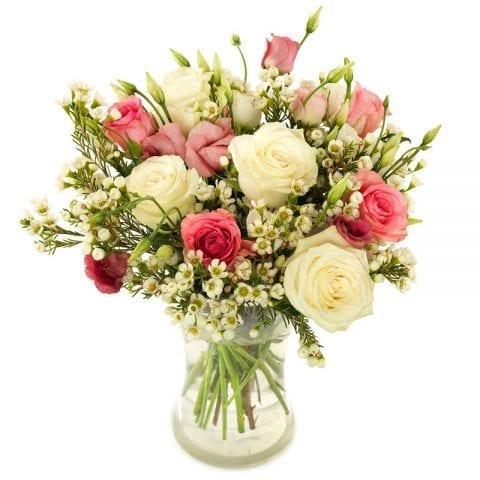 Roze en witte rozen veldboeket